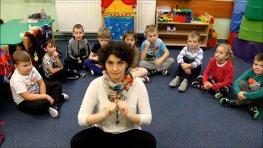 Lekcja Polskiego Języka Migowego w przedszkolu – Nasi Migający Kursanci